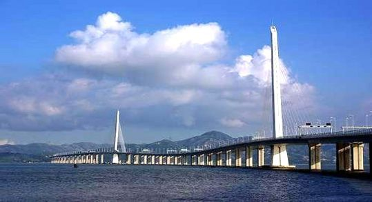 建设中的珠港澳大桥工程